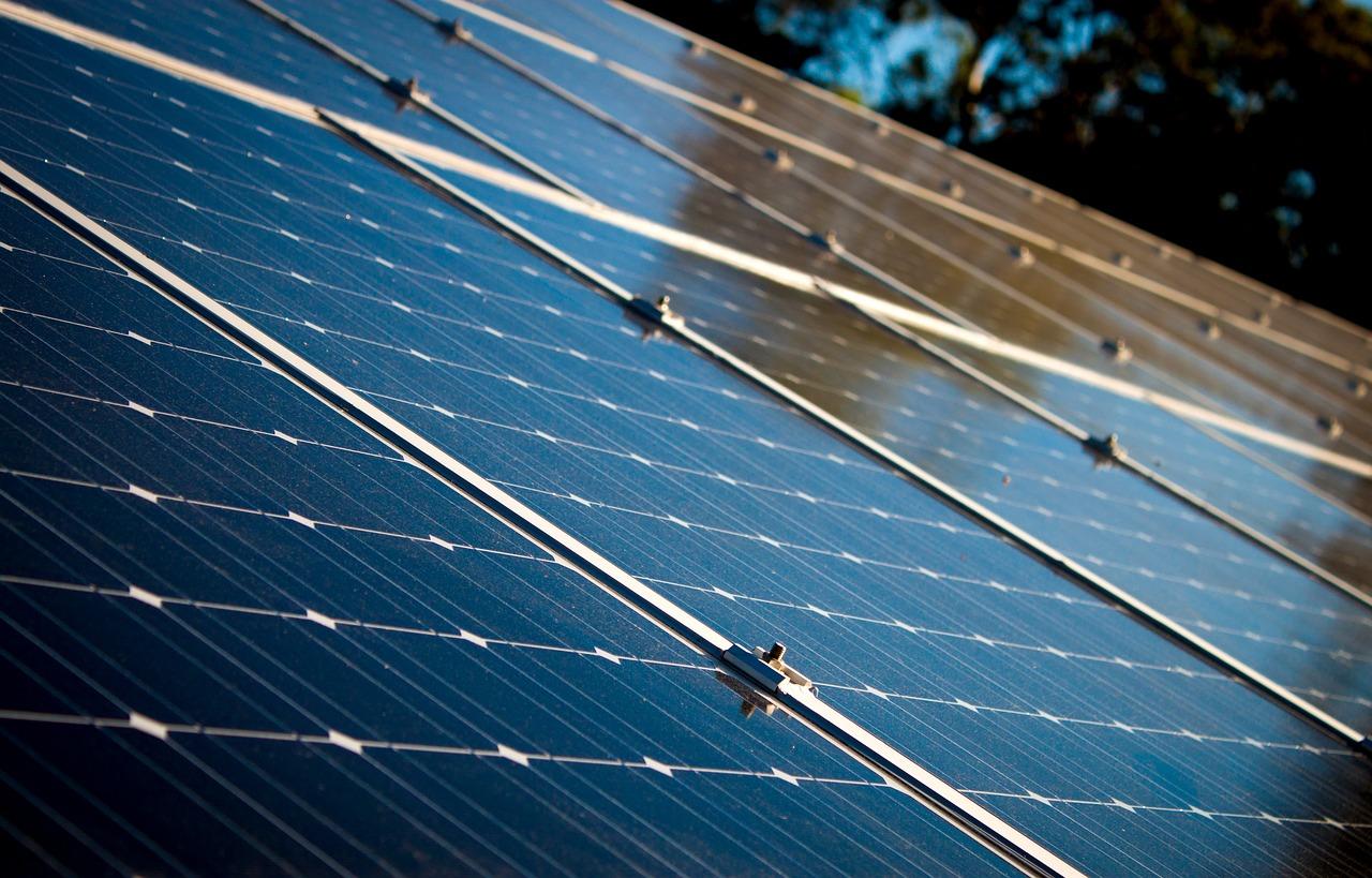 Poseur panneaux solaires thermiques dans la Somme